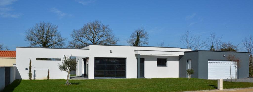 Exemple de construction de maison contemporaine avec Construction Herbreteau