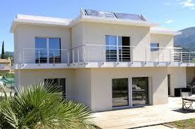 on privilégie aujourd'hui les aménagements extérieurs un bel exemple avec la terrasse de cette maison en Vendée